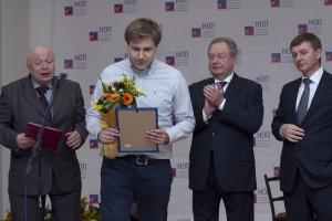 Представитель ООО «СанТехПрогресс» получает диплом II степени в номинации «Лучший реализованный проект «зеленого строительства»